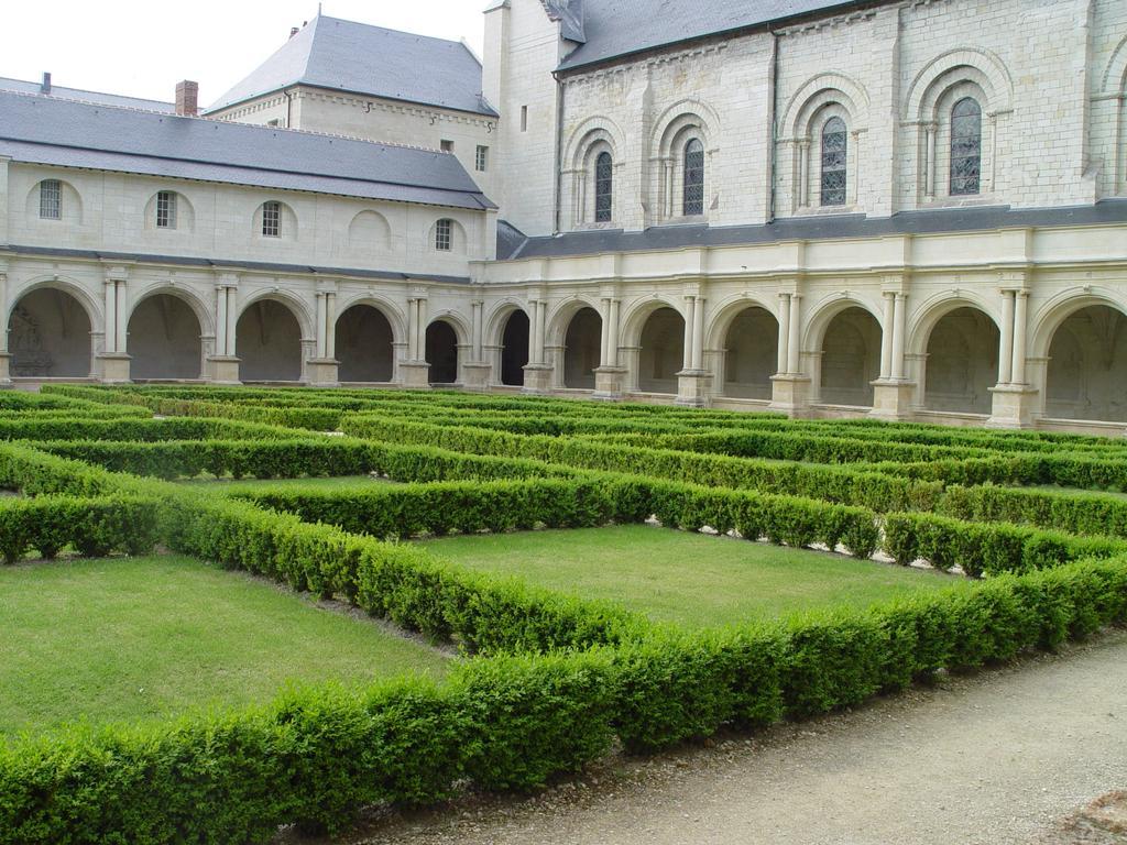 L'abbaye royale de Fontevraud dans le Val de Loire | DIRECTION REGIONALE DE L'ENVIRONNEMENT, DE L'AMENAGEMENT ET DU LOGEMENT CENTRE-VAL DE LOIRE