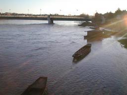 Crue de la Loire : pont côté Jargeau (Loiret) - Crue février 1999 | DIRECTION REGIONALE DE L'ENVIRONNEMENT, DE L'AMENAGEMENT ET DU LOGEMENT CENTRE-VAL DE LOIRE