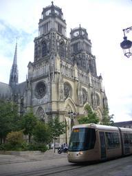 Tramway station Cathédrale-hôtel de ville à Orléans | GUILLEMAUT (Fabien) - DREAL Centre-Val de Loire