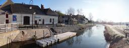 Village de Drevant traversé par le canal du Berry (Cher) | SIMONNEAU (Aurore)